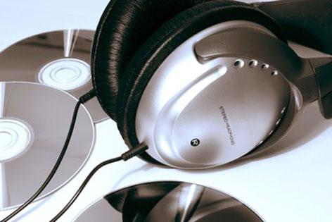 CDs und Kopfhörer