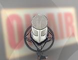Mikrofon vor Rotlicht