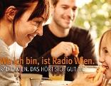 """""""Radio Wien""""-Plakat: Vater, Mutter und Kind beim Frühstück"""