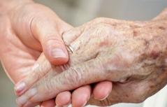 Pflege Senioren Hände