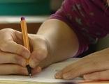 Schule Schülerin schreibt