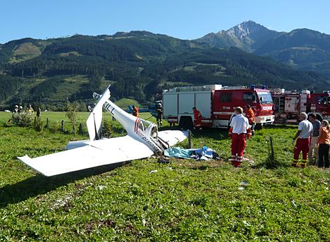 Wrackteile nach Flugzeug-Crash in Zell am See.