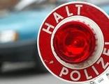 """Kelle mit der Aufschrift: """"Halt Polizei"""""""