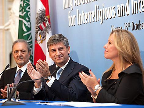 Die Außenminister von Saudi Arabien Prinz Saud al-Faisal, Österreich Michael Spindelegger und Spanien Trinidad Jimenez
