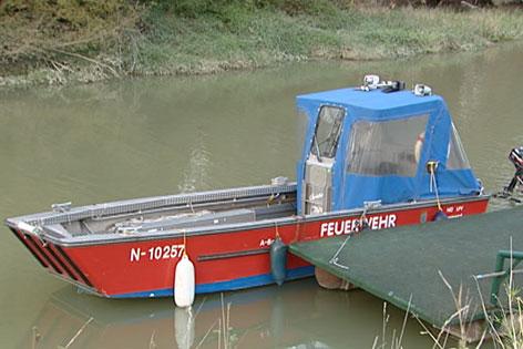Boot der Feuerwehr auf der Donau