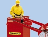 Bauarbeiter in Palfinger-Kran