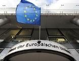 Haus der Europäischen Union mit EU-Flagge
