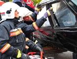 Feuerwehr simuliert Fahrzeugbergung