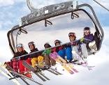 Skifahrer in einem Lift