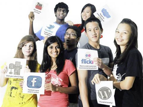 Jugendliche mit modernen Medien