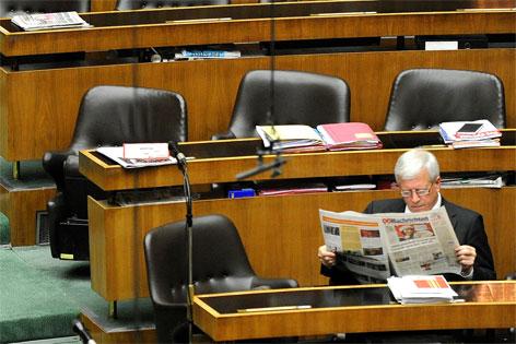 Jakob Auer während einer Sitzungspause im Nationalrat