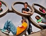 Jugendliche und Olympische Ringe