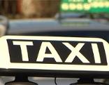 Taxi-Schild auf Auto
