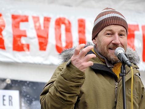 """Roland Düringer bei der """"Occupy""""-Versammlung am Stephansplatz"""