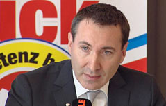 Hotelier August Penz bei Präsentation als FPÖ-Bürgermeisterkandidat für Innsbruck
