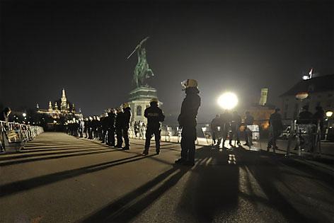 Polizei im Großeinsatz bei WKR-Ball