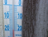 Thermometer zeigt -20 Grad Celsius