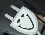 Netzstecker mit Smiley-Symbol