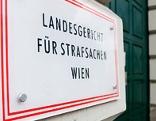 """Schild mit der Aufschrift """"Landesgericht für Strafsachen Wien"""""""