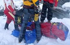 Verletzter nach Skiunfall wird abtransportiert