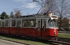 Straßenbahn der Garnitur 67 in Favoriten