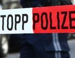 """Absperrband mit der Aufschrift """"Stopp Polizei"""""""