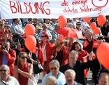 Traditioneller Maiaufmarsch der SPÖ am Wiener Rathausplatz