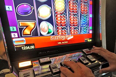 """Glücksspielautomat, """"einarmiger Bandit"""""""