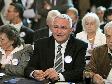 FPÖ-Abgeordneter Martin Graf niedergeschlagen