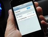 Handy in Auto mit Bluetooth-Funktion