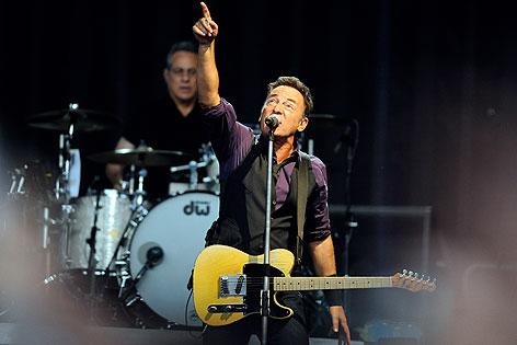 Bruce Springsteen auf der Bühne des Ernst-Happel-Stadions