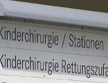Schild zur Kinderchirurgie im Salzburger Landeskrankenhaus