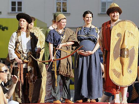 """Modeschau """"Auf dem Laufsteg in die Vergangenheit"""" im MuseumsQuartier"""