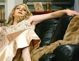 """Queer-Star Lucy McEvil in der Satire """"Evita""""  im 3raum-Anatomietheater."""