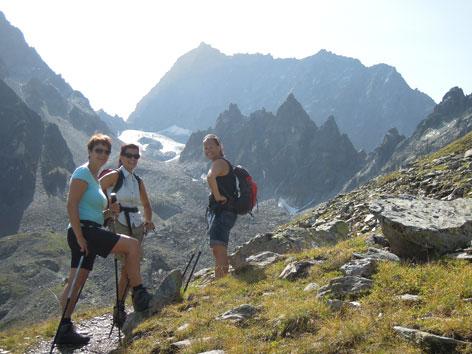 Damen beim Aufstieg, hinten Watze