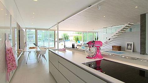 Modernes haus am see burgenland heute for Haus innen planen