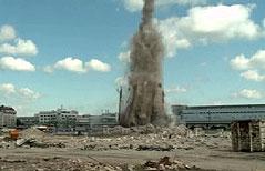 Sprengung eines Schornsteins am Gelände des künftigen Krankenhauses Nord in Wien-Floridsdorf