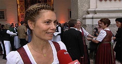 Dirndl lederhose alle zum anbei en salzburg for Barbara karlich alter