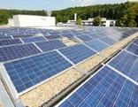 Fotovoltaikanlage auf dem Dach des LKH Rankweil.