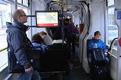 Straßenbahn mit weniger Sitzen innen