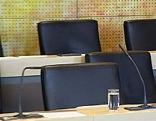 Landtag Neuwahlen FPK Auszug leere Sesse Stühle Sonderlandtag
