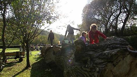 Kinder in der Werkstatt Natur Marz
