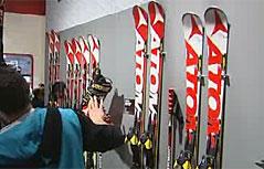 Atomic-Ski auf Sportartikelmesse