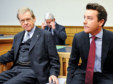 Rene Benko (re.) und sein Steuerberater Michael Passer vor einem Prozess am Wiener Landesgericht