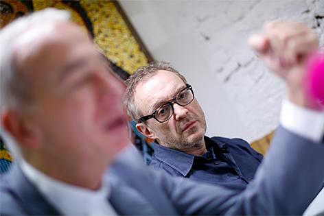 """Michael Landau und Josef Hader bei der Pressekonferenz zum """"Gruft-Winterpaket"""""""