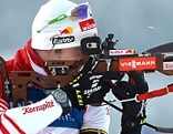 Dominik Landertinger beim Schießen in Hochfilzen