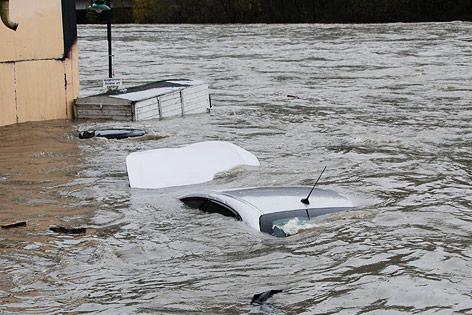 Überschwemmung in Lavamünd, Auto in den Wassermassen