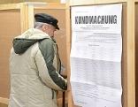 Menschen gehen wählen