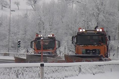 Räumfahrzeuge Schneeräumung Autobahn Winter