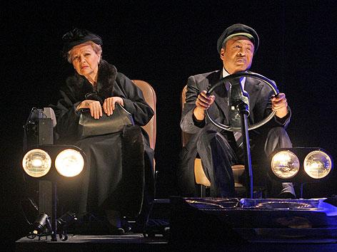 """Louise Martini als """"Daisy Werthan"""" und Robert Owens als """"Hoke Coleburn"""" in den Kammerspielen"""